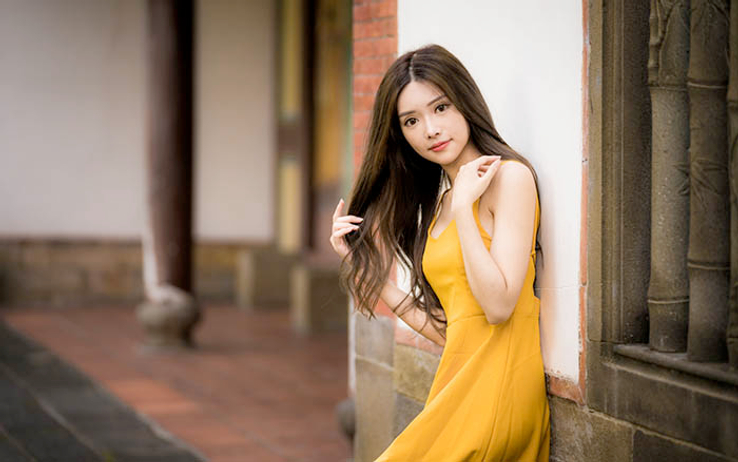 chinese lady in yellow dress